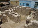 10210 - NO-ZW zicht tempel Min, Isis en Horus vanaf dak - al-Qa'la