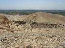 10265 - Uitzicht over Deir el-Medina vanaf Qurn heuvel - Deir el-Medina