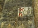 9700 - Proefstuk schoonmaken wanden kapelHathortempel - Dendera