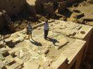 6162 - Sandra en Mohsen op Ghaweita tempel en fort - Kharga