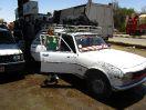 6243 - Sandra bij taxi - Kharga-Dakhla