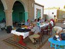 5726 - Reisgezelschap aan het ontbijt in Nubian House - Arqu